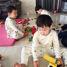 Super Cute - Triplet Song Il Gook : Daehan, Mingguk and Manse Part 4 Cute Kids, Cute Babies, Song Il Gook, Triplet Babies, Superman Kids, Man Se, Song Daehan, Song Triplets, People Figures