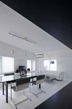 Modern Composition in Black : Room 407 Project in Tokyo