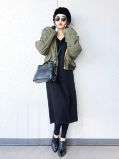 コーデしだいでいろんな場面で着回しのきく、黒のワンピースのコーデをご紹介します♪ | folk Japan Fashion, Daily Fashion, Everyday Fashion, Chic Outfits, Fashion Outfits, Illustration Mode, Winter Stil, Business Dresses, Business Fashion