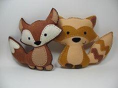 super cute forest animals - felt fox and raccoon Forest Animals, Woodland Animals, Fox Crafts, Diy Y Manualidades, Crochet Amigurumi, Felt Christmas Ornaments, Felt Patterns, Felt Fabric, Felt Diy