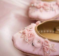 Bridal Shoes, Wedding Shoes, Bridal Jewelry, Afghan Wedding Dress, Simple Pakistani Dresses, Fashion Shoes, Fashion Accessories, Indian Shoes, Shoe Gallery