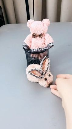 You can easily make a cute bunny from a piece of washcloth/towel. Simple and easy to DIY Easter table decoration. Make sure not to have two of these Easter bunnies on the same table setting or you will wake up with a room full of them! Diy Crafts Hacks, Diy Crafts For Gifts, Diy Home Crafts, Diy Arts And Crafts, Creative Crafts, Teddy Bear Crafts, Diy Teddy Bear, Bunny Crafts, Easter Crafts