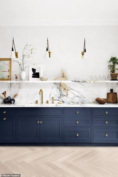 7 steps to home heaven Modern Kitchen Design, Interior Design Kitchen, Flat Interior, Interior Ideas, Home Decor Kitchen, Home Kitchens, Küchen Design, House Design, Cuisines Design