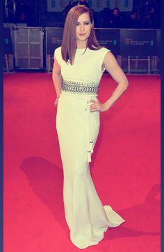 Es la primera vez queme gusta el look de Amy Adams, no es aburrido para nada. #GoodForYouAmy