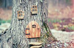 It's either a squirrel's home or a fairy's secret door Fairy Tree, Fairy Village, Fairy Gardens, Nabisco Cookies, Fairy Homes, Tree Houses, Bird Houses, Faraway Tree, Dream Garden