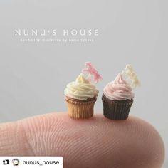 Pueden creer lo que hace Tomo Tanaka de @nunus_house No se para que sirven pero son increíbles y ya quiero los heladitos y la del pez nadando en el platito. Y estos cupcakes también. with @repostapp 昨日のカップケーキの大きさ比較です意外と実物のカップケーキって小さいから困る #miniature #ミニチュア