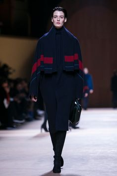 A saddle-blanket coat in double-faced navy cashmere | Hermès Fall 2015 (Photo: Nowfashion)