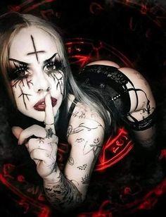 Dark Beauty, Gothic Beauty, Metal Girl, Dark Art, Black Metal, Horror, Halloween Face Makeup, Royalty, Skull
