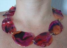 Lux Biju: Linha de bijuterias feitas com garrafa pet: Colares.