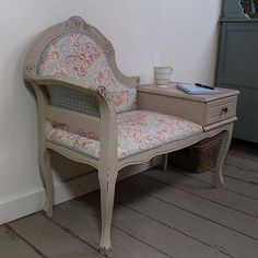love that these old style telephone desks are making a comeback. Who needs chair and table seperate? ;)