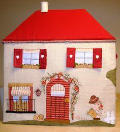 Olga Quilt: A house for BERNI House Quilt Block, House Quilts, Fabric Houses, Quilt Blocks, Patch Quilt, Applique Quilts, Quilting Projects, Quilting Designs, Felt Crafts