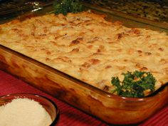 armenian meat pie with tubuli Cookbook Recipes, Cooking Recipes, Greek Pastitsio, Pasta Recipies, Armenian Recipes, Fun Cooking, Greek Recipes, Food Inspiration, Macaroni And Cheese