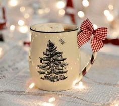 Are you looking for inspiration for christmas aesthetic?Navigate here for cool Xmas inspiration.May the season bring you peace. Merry Christmas, Christmas Mood, Little Christmas, All Things Christmas, Christmas Lights, Christmas Decorations, Christmas Images, Rustic Christmas, Winter Things