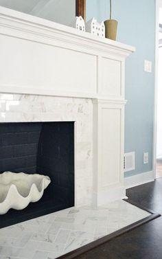 La belleza del contraste entre del mármol blanco y el fuego.
