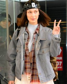 Bella teamed her edgy look with a flannel shirt. Bella Hadid Outfits, Bella Hadid Style, High Class Fashion, Fashion Show, Fashion Outfits, Women's Fashion, Isabella Hadid, Michael Kors Fashion, Bela Hadid