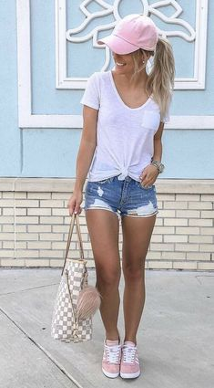 25 Simple and Casual Summer Outfit Ideas to Copy Wass Sell Casual Summer Outfits Casual Copy Ideas Outfit Sell Simple Summer Wass Late Summer Outfits, Casual Outfits For Girls, Summer Shorts Outfits, Spring Fashion Outfits, Trendy Outfits, Girl Outfits, Cap Outfits For Women, Summer Hats, Shorts Outfits Women