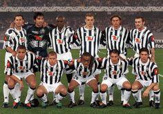 #Juventus 2001/2002 // Scudetto N.26 // In piedi: Iuliano, Buffon, Thuram, Zanoni, Tacchinardi, Montero; Accosciati: Trezeguet, Pessotto, Davids, Del Piero, Salas //