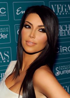 Fashionable Kim Kardashian, beautiful makeup and Hair!!