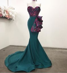 4 Factors to Consider when Shopping for African Fashion – Designer Fashion Tips African Attire, African Fashion Dresses, African Dress, Dress Fashion, Ankara Fashion, African Style, Dinner Gowns, Evening Dresses, Bridesmaid Dresses