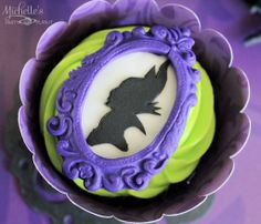 Maleficent party ideas - A Maleficent inspired dessert table by Michelle's Party Plan-It to celebrate the new Disney movie in theatres. Halloween Food For Party, Disney Halloween, Cakepops, Cupcake Party, Cupcake Cakes, Cupcake Ideas, First Birthday Parties, Birthday Party Themes, Themed Parties