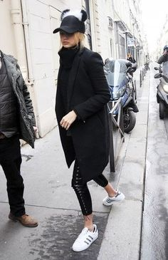 Photo via: Who What Wear Kendall Jenner is a star on the runway and off. As one of the best new models in the industry, she is easily embodies laid-back LA cool in a long coat, cropped sweatshirt, hig
