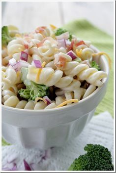 Summer Pasta Broccoli Salad  ■1 box Dreamfields Rotini  ■1 cup mayonnaise (light or regular)  ■1/4 cup red wine vinegar  ■1/4 cup sugar  ■3 cups chopped, raw broccoli (about 1-inch pieces)  ■1 cup shredded Cheddar cheese  ■1/2 cup roasted, unsalted sunflower seeds  ■1/2 cup crumbled, cooked bacon  ■1/4 cup diced red onion or sliced green onion