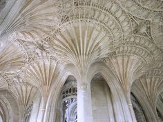 """Peterborough Cathedral – Umbau im Perpendicular Style (fan vaulting in the """"new building"""") Orange Architecture, Ancient Greek Architecture, Sacred Architecture, Beautiful Architecture, Architecture Details, Peterborough Cathedral, Worms Eye View, Concrete Building, Beautiful Sites"""