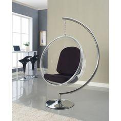 Chaises transparentes dans le salon