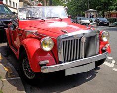 Pour ce dimanche sur #BonjourLaVieille, une pas courante #Siata 850 #Spring Antique Cars, Wicked, Wheels, Spring, Old Cars, Vintage Cars, Collector Cars, Sunday