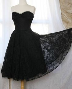 black lace bridesmaids dress, except in navy blue. i think this is pretty? @chels