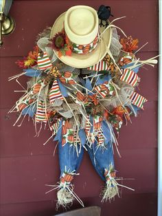 Scarecrow wreath made for the fall. Diy Fall Wreath, Fall Wreaths, Cowboys Wreath, Scarecrow Wreath, Thanksgiving Tablescapes, Fall Decorations, How To Make Wreaths, Deco Mesh, Fall Crafts