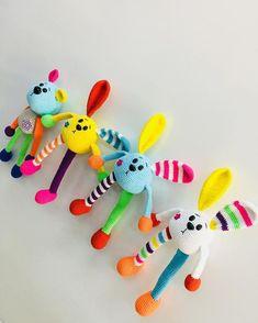 No photo description available. Crochet Teddy, Crochet Amigurumi, Easter Crochet, Crochet Bunny, Crochet Animals, Diy Crochet, Crochet Toys, Pokemon Crochet Pattern, Pikachu Crochet