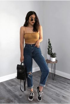 46 Cool Looks for this Summer Get ready for this summer with these awesome outfits ideas featuring crop tops, denim shorts, boyfriend jeans, round sunglasses, skirts & much more for this season. Take a look! Mode Outfits, Fall Outfits, Summer Outfits, Fashion Outfits, Fashion Ideas, Fashion 2018, Summer Clothes, Fashion Clothes, Fashion Tips