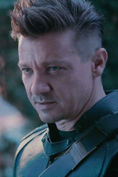 "New stills of Jeremy Renner as Hawkeye in ""Avengers: Endgame"" Marvel Dc, Marvel Comics, Marvel Actors, Marvel Characters, Marvel Heroes, Jeremy Renner, Stan Lee, Hawkeye Comic, Hawkeye Avengers"