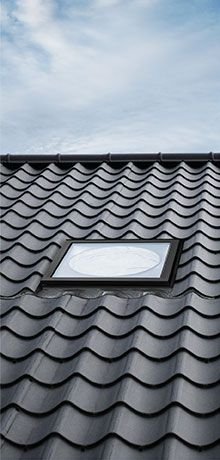 VELUX sun tunnels - solutions for flat and pitched roofs - plafonnier Sun Pipe, Light Tunnel, Attic Spaces, Roof Light, Home Upgrades, House Extensions, Traditional Bathroom, Skylight, Ramen