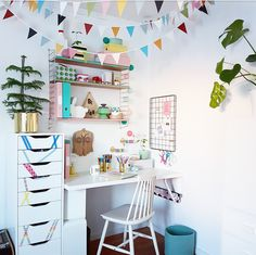 We how created this good looking creative corner for her daughter. Check it out! (Link in description - for NO version, click the Inspirasjon button at lagerhaus. Home Office Decor, Office Desk, Home Decor, Kidsroom, Kitchen Cabinets, Kids Rugs, Living Room, Interior Design, Bed