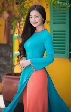 Weird Things Women Do After Breakup And Men Are Clueless Vietnamese Traditional Dress, Vietnamese Dress, Traditional Dresses, Ao Dai, Asian Woman, Asian Girl, V Dress, Prom Dresses With Sleeves, Indian Beauty Saree