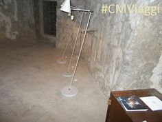 Tavolo e lampade bianche con base in marmo di Carrara al Summer Design Fest di Palazzo Cafisi, Favara (Ag). http://www.CMViaggi.blogspot.com/2015/09/designsiciliano-e-buondesignitaliano-le.html Adatte ad un albergo di gran classe? #CMViaggi #CMViaggiAg #CMViaggiSicilia #CMItaliaViaggi #CMEuViaggi  #SummerDesignFest #PalazzoCafisi #Favara #Sicilia #Italia #Europa #Design #DesignSiciliano #AdiSicilia #MarmoCarrara #MarmoDiCarrara #Lampade #DesignItaliano #DesignEuropeo