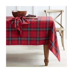 williams-sonoma Classic Tartan Plaid Tablecloth ($160) ❤ liked on Polyvore featuring home, kitchen & dining, table linens, woven tablecloth, holiday table cloth, red plaid tablecloth, patterned tablecloth and red tablecloth
