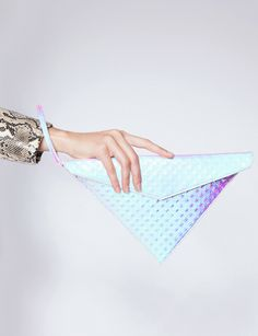 Hologram triangle clutch