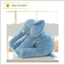 Une véritable peluche d'Amour! Super doux, l'éléphant accompagnera sagement votre enfant dans son sommeil. Il veillera sur lui avec bienveillance. Dinosaur Stuffed Animal, Elephant, Toys, Animals, Plushies, Elephant Throw Pillow, Sleep, Love, Kid