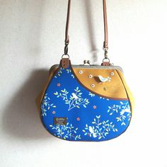 Sew Wallet, Frame Purse, Sewing Blogs, Diy Furniture, Bucket Bag, Needlework, Upcycle, Diy And Crafts, Crossbody Bag