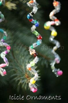 Pipe cleaner icicle ornaments. This is a great way to add some pizazz to your Christmas tree and have some fun, creative time with the kids.