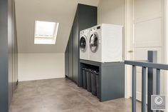 Van der Cruijsen Interieurbouw--13 Laundry Mud Room, Home, House Styles, House Inspiration, Laundry Room Design, New Homes, Attic Rooms, House Interior, Loft Closet