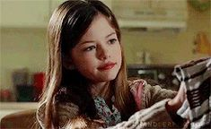Haunting Hour, Icon Gif, Mackenzie Foy, Wattpad, Twilight Movie, Story Starters, Old Computers, Face Claims, Beautiful Actresses