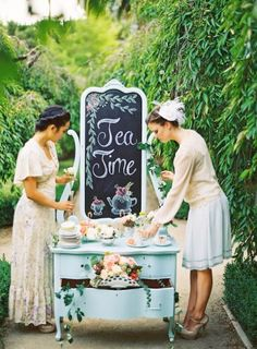 New garden party bridal shower dress vintage tea Ideas Bridal Shower Tea, Tea Party Bridal Shower, Bridal Showers, Shower Party, Decoration Birthday, Decoration Buffet, Vintage Tea Parties, Vintage Party Themes, Vintage Decoration Party