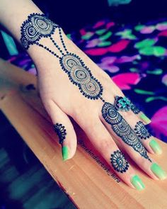 Get Very Easy Mehndi Designs Images for Beginners. We Have Updated Latest and Beautiful Mehndi Designs for Front Hand and Back Hand that are Easy with Step by Step Pictures. Mehndi Designs 2018, Stylish Mehndi Designs, Dulhan Mehndi Designs, Mehndi Design Pictures, Wedding Mehndi Designs, Wedding Henna, Beautiful Mehndi Design, Mehndi Designs For Hands, Simple Mehndi Designs