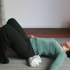 Breve sequenza per rilassare il muscolo psoas, il muscolo che collega la colonna alle gambe e fondamentale per il nostro stato di salute e di benessere integrato.