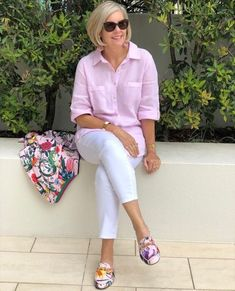 Best Outfits For Women Over 50 - Fashion Trends Over 60 Fashion, Over 50 Womens Fashion, 50 Fashion, Fashion Outfits, Style Fashion, Mode Outfits, Casual Outfits, Pink Blazer Outfits, 50 Style