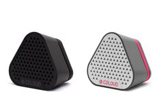 Mit dem Coloud Bang kann man vielleicht nicht gerade ein Rockkonzert nachstellen, aber die kompakten Speaker eignen sich perfekt fürs Picknick, einen Tag am Strand oder den Ausflug mit dem Boot. Da...